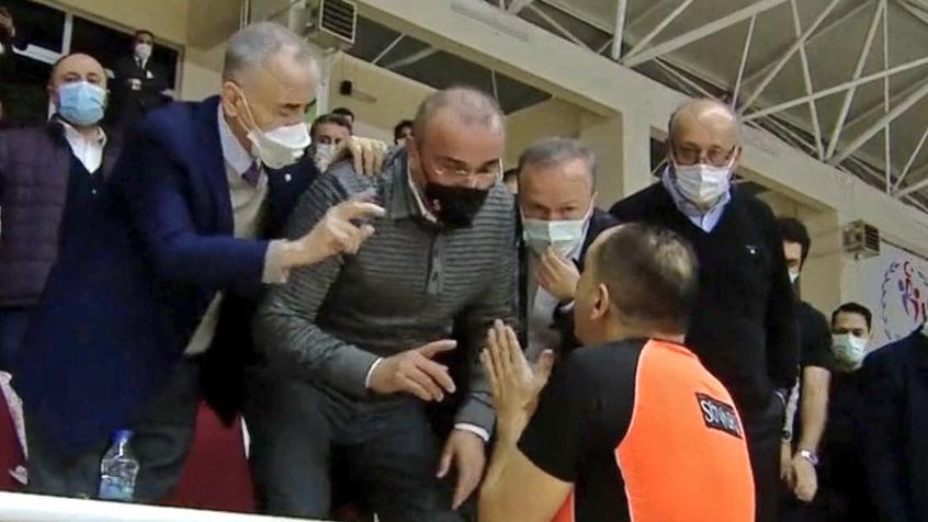 Galatasaray, Büyükçekmece Basketbol'a mağlup oldu ortalık karıştı