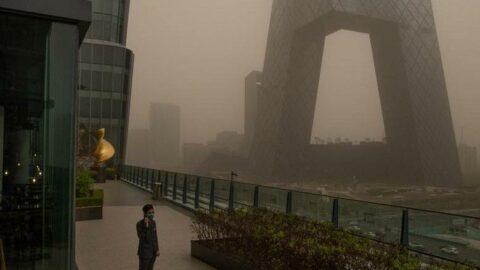 Çin'in başkentini kum fırtınası vurdu