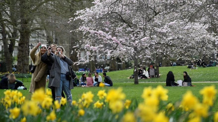 İngiltere'de normalleşme süreci başladı: Düğünler ve spor etkinlikleri başlıyor