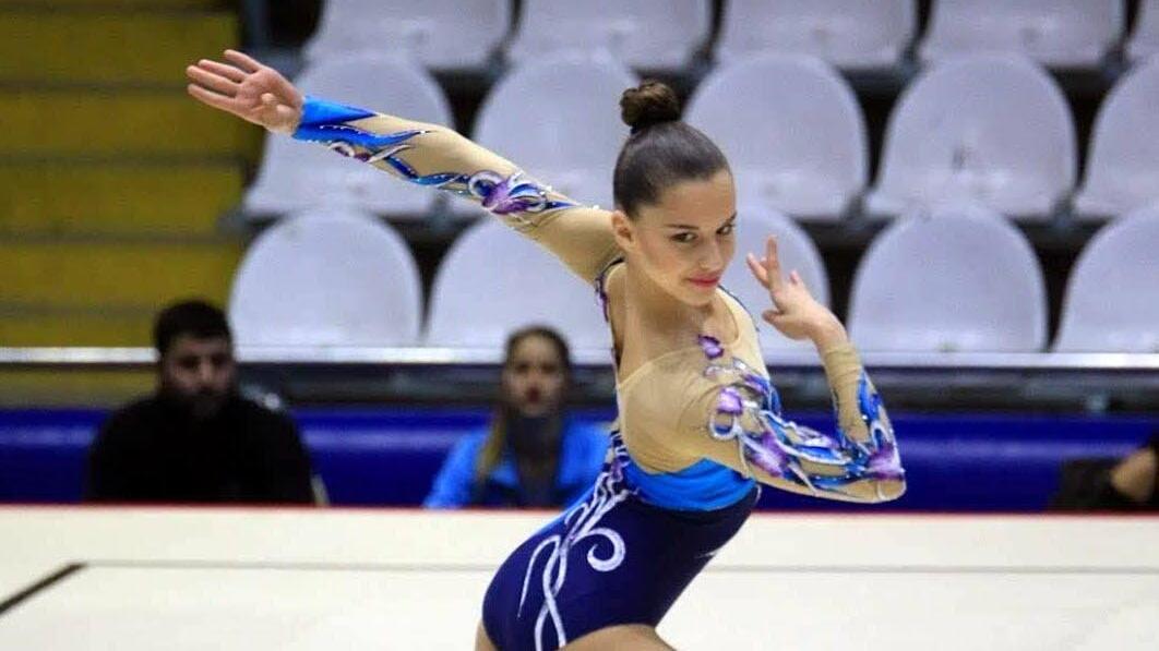 18 yaşındaki milli cimnastikçi Burçak Şenman'ın madalya ve kupa koleksiyonu