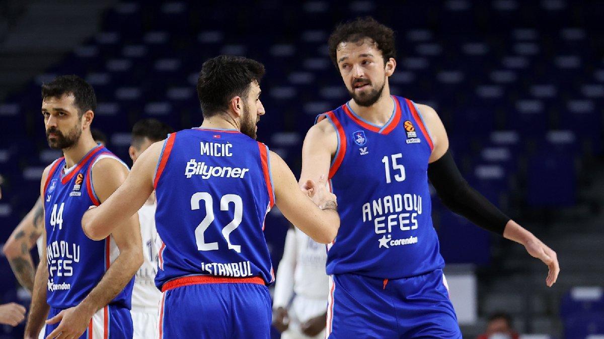 Anadolu Efes, Euroleague'de Play-Off'lara katılmayı garantiledi