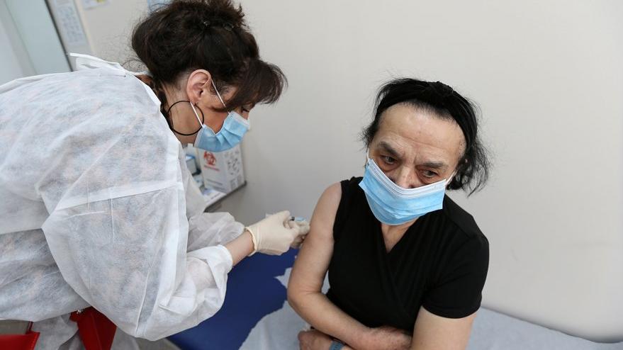 Berlin'den AstraZeneca aşısı kararı: Kadınlara yapılmıyor
