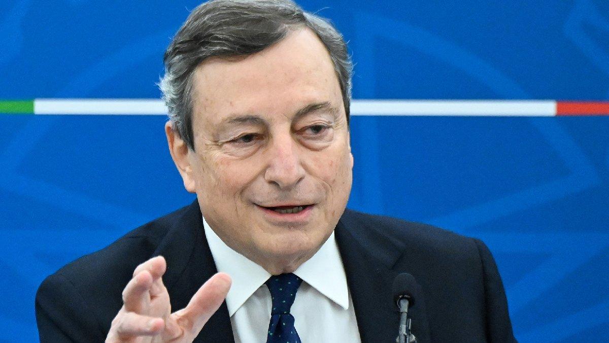 Dünya tartışmaya devam ederken.. İtalya Başbakanı Draghi AstraZeneca aşısı oldu