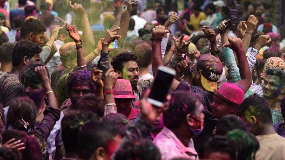 Hindistan'da Holi festivali kanlı bitti: 41 ölü