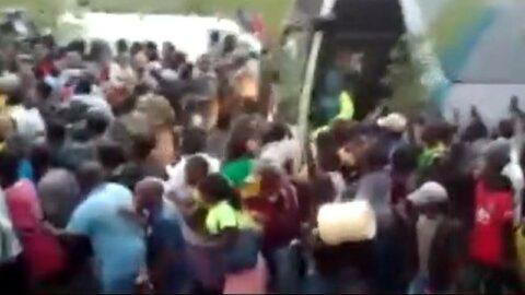 Büyük coşku... Eski subay Malavi halkını sokaklara döktü