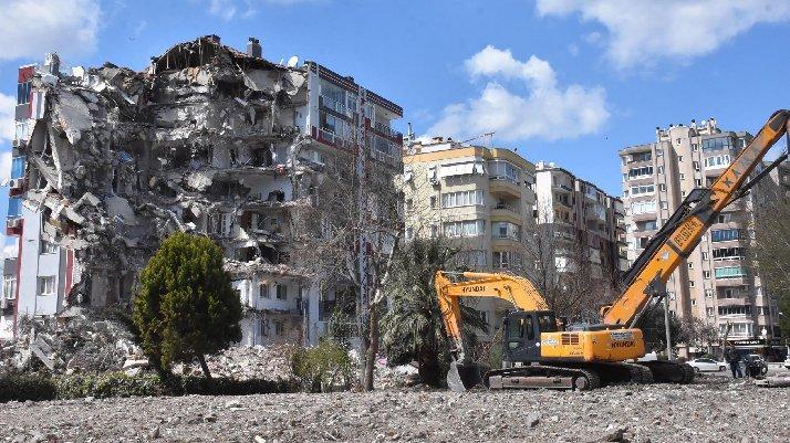 Depremzedeler hırsızlardan dertli