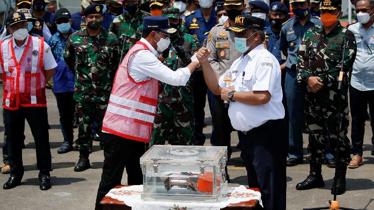 Endonezya'daki uçak kazasını aydınlatacak parça üç ay sonra bulundu