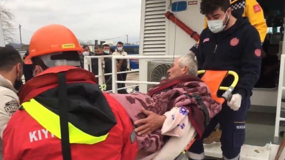 Batan balıkçı teknesindeki 3 kişi Kıyı Emniyeti tarafından kurtarıldı