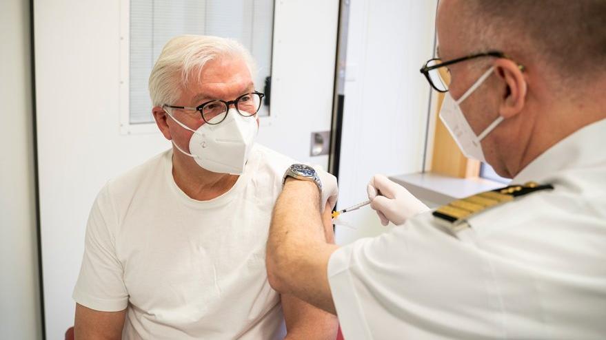 Almanya Cumhurbaşkanı tartışma yaratan aşıyı oldu