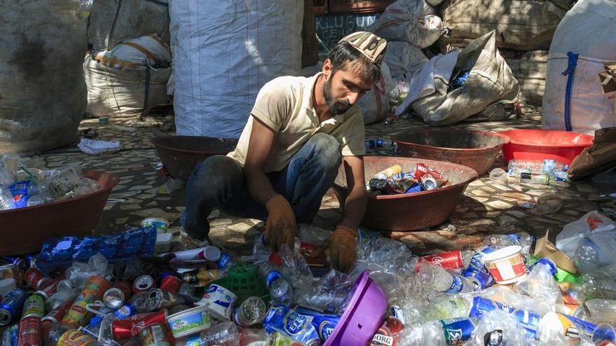 Ülke borca batarken halk yoksullaştı
