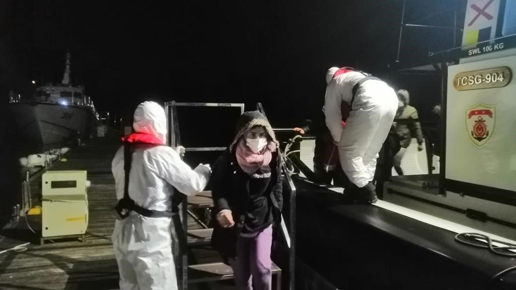 Marmaris açıklarında 13 kaçak göçmen kurtarıldı