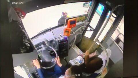 Yaşlı kadın otobüsün altında sürüklendi