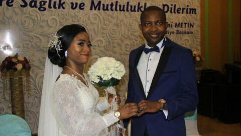 Nijeryalı Ola ve Deborah Rize'de tanıştı, Rize'de evlendi