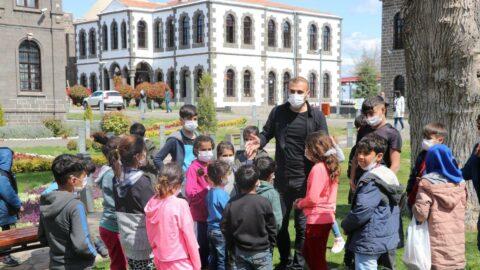 'Dezavantajlı çocuklara arkeoloji anlatıyor'