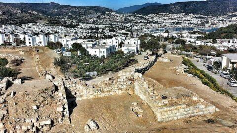 Büyük İskender'in kuşatıp da aşamadığı Antik Halikarnassos Kenti sur duvarları gün ışığına çıkarılıyor