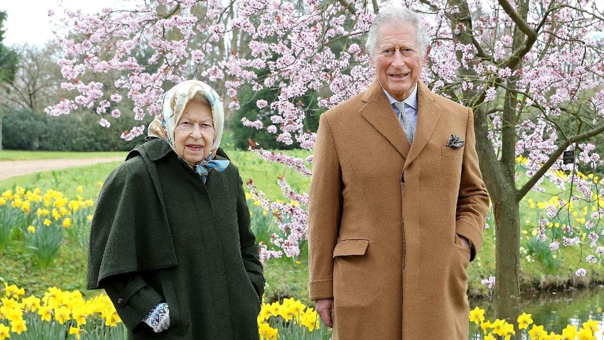 Kraliçe Elizabeth ve Prens Charles kriz yaratan röportajdan sonra ilk kez yan yana