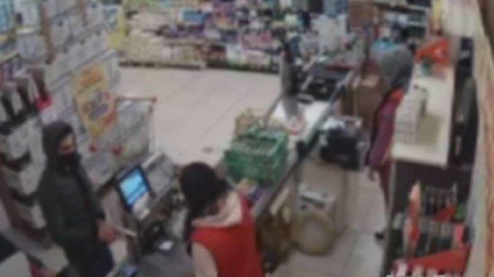 İstanbul'da markette soygun anı kamerada
