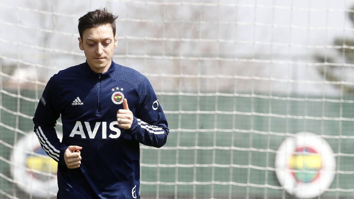 Fenerbahçe'de Mesut Özil ve Perotti düz koşuya devam etti