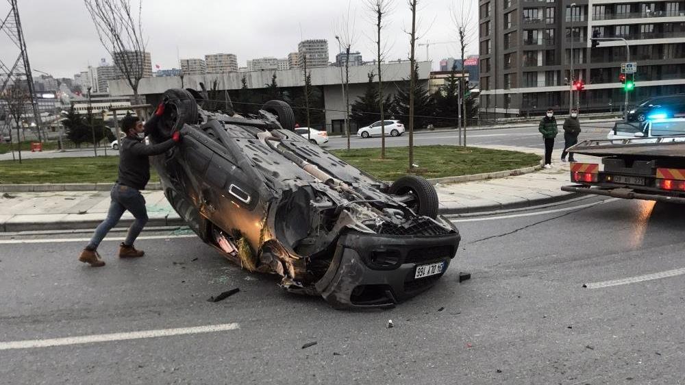 Araç takla attı, sürücü kaza yerinden kaçtı