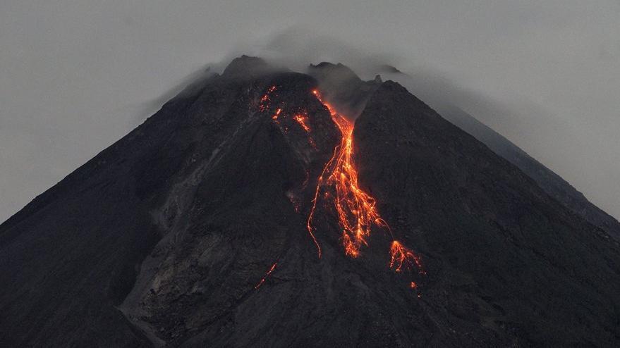 Merapi Yanardağı yeniden harekete geçti