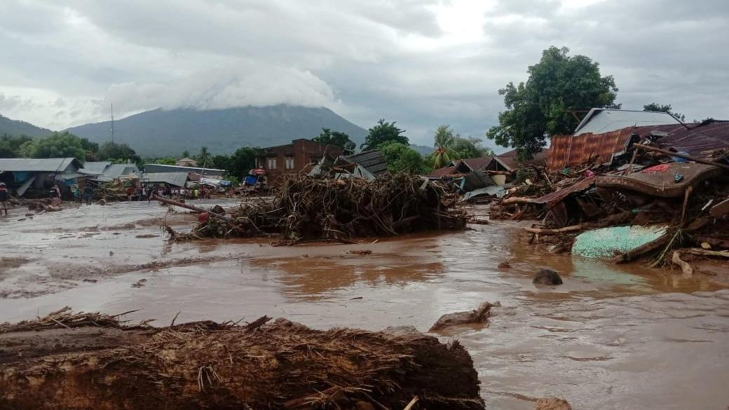 Endonezya ve Doğu Timor'da sel felaketi: 76 ölü