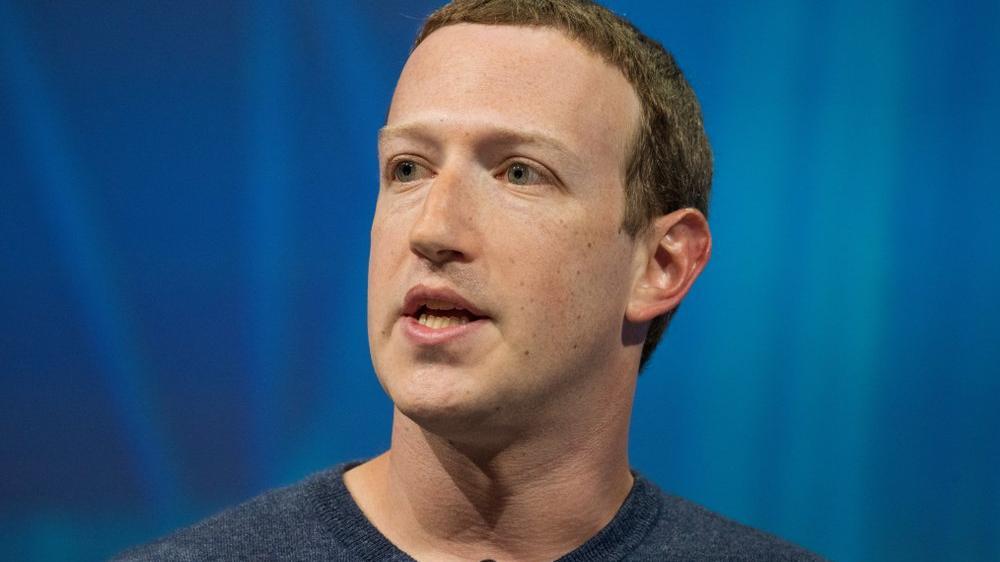 Facebook'un sızan verileri arasında Mark Zuckerberg'in telefon numarası da yer alıyor
