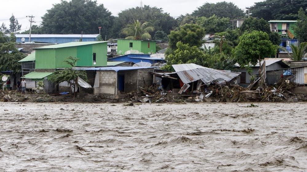 Endonezya'daki sel ve heyelan felaketinde ölü sayısı yükseliyor