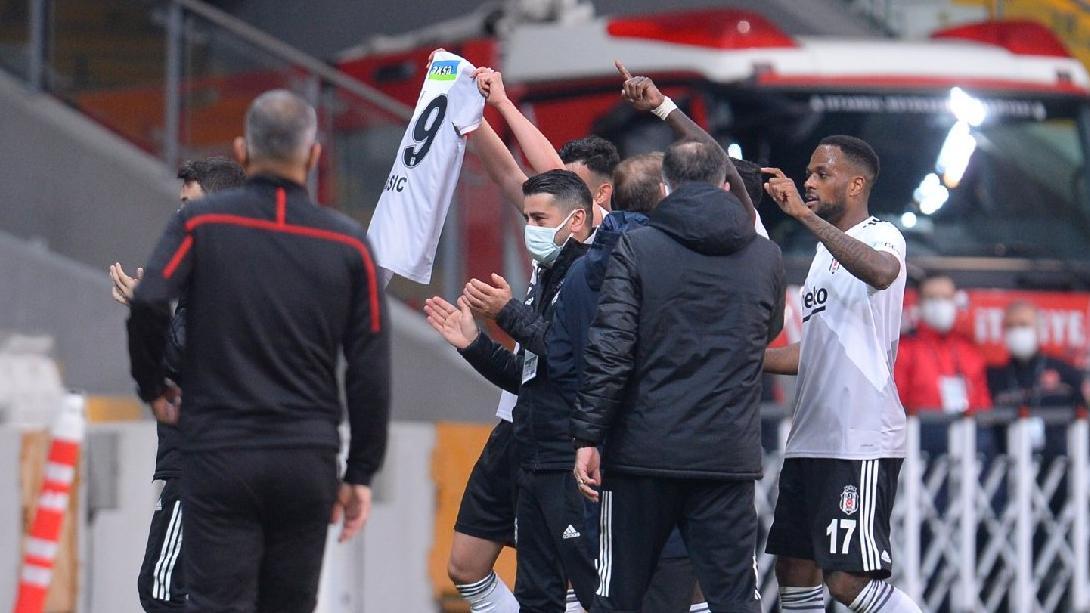 Ghezzal golü attı, Hasic'in formasını açtı