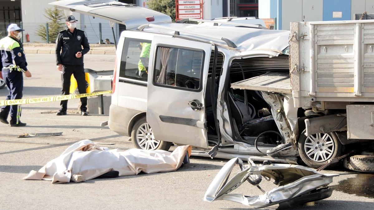 Kayseri'de feci kaza: 2 ölü