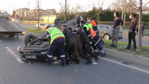 Otomobilin çarptığı park halindeki araç takla attı