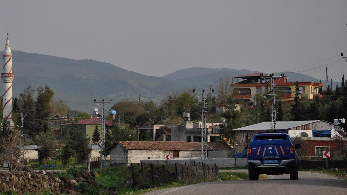 Coronadan ölen kişi için taziye düzenlenen mahalle karantinaya alındı
