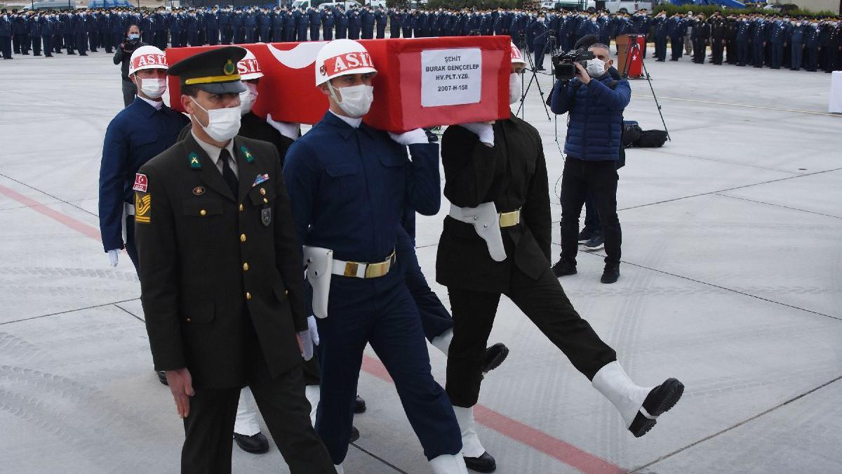 Türk Yıldızları'nın şehit pilotu memleketine uğurlandı
