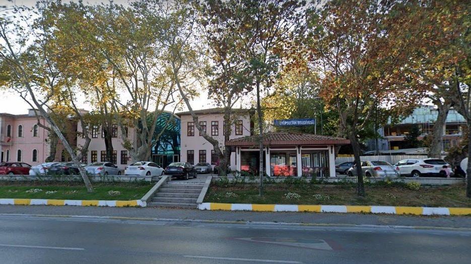 AKP'li belediye, eski başkanlık binasını vergi borcuna karşılık devretti