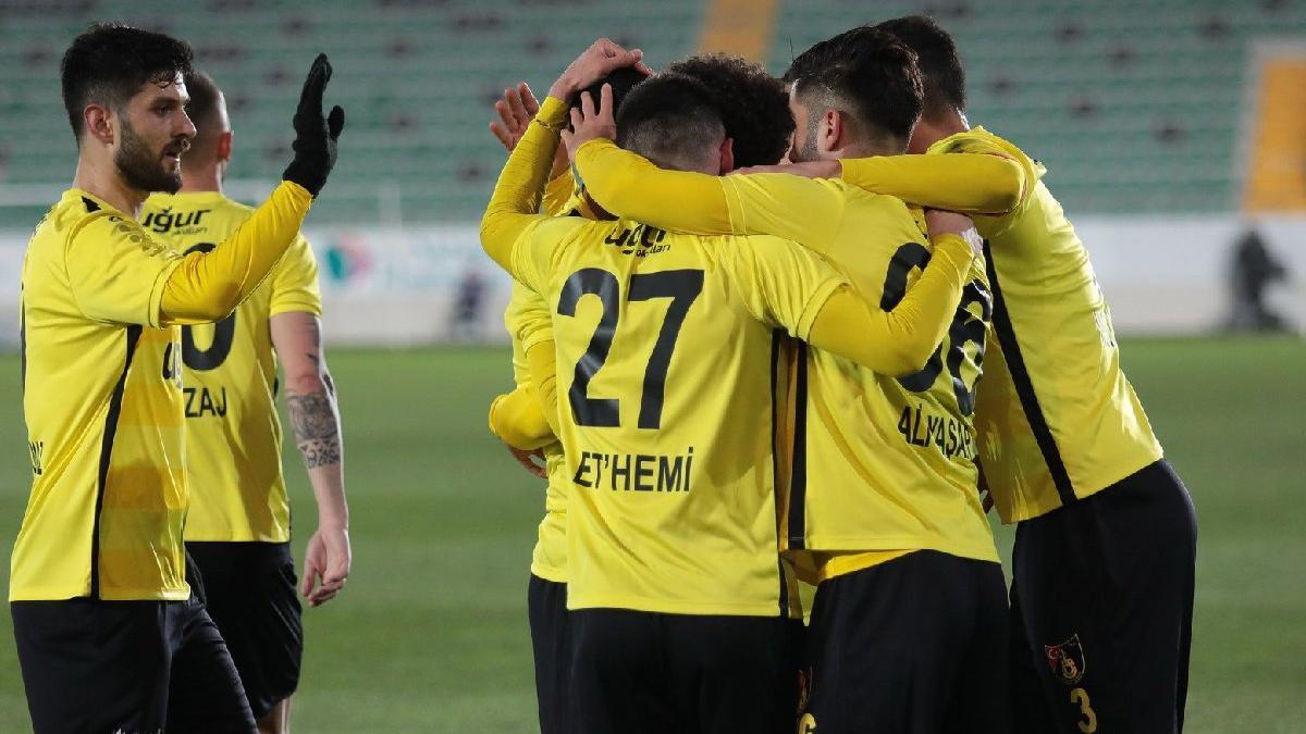 İstanbulspor Tuzlaspor'u ikinci yarı geçti
