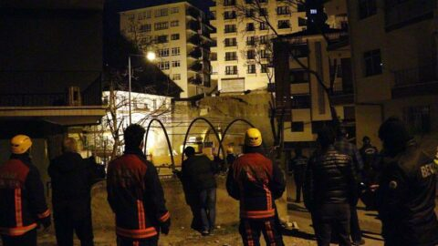 Ankara'daki Açelya Apartmanı'nda yıkım çalışmaları sürüyor