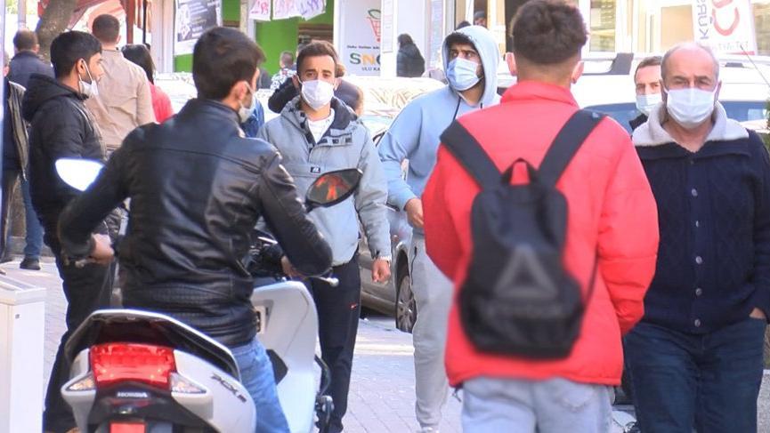 İstanbul'da kısıtlamada maskesiz kalabalık