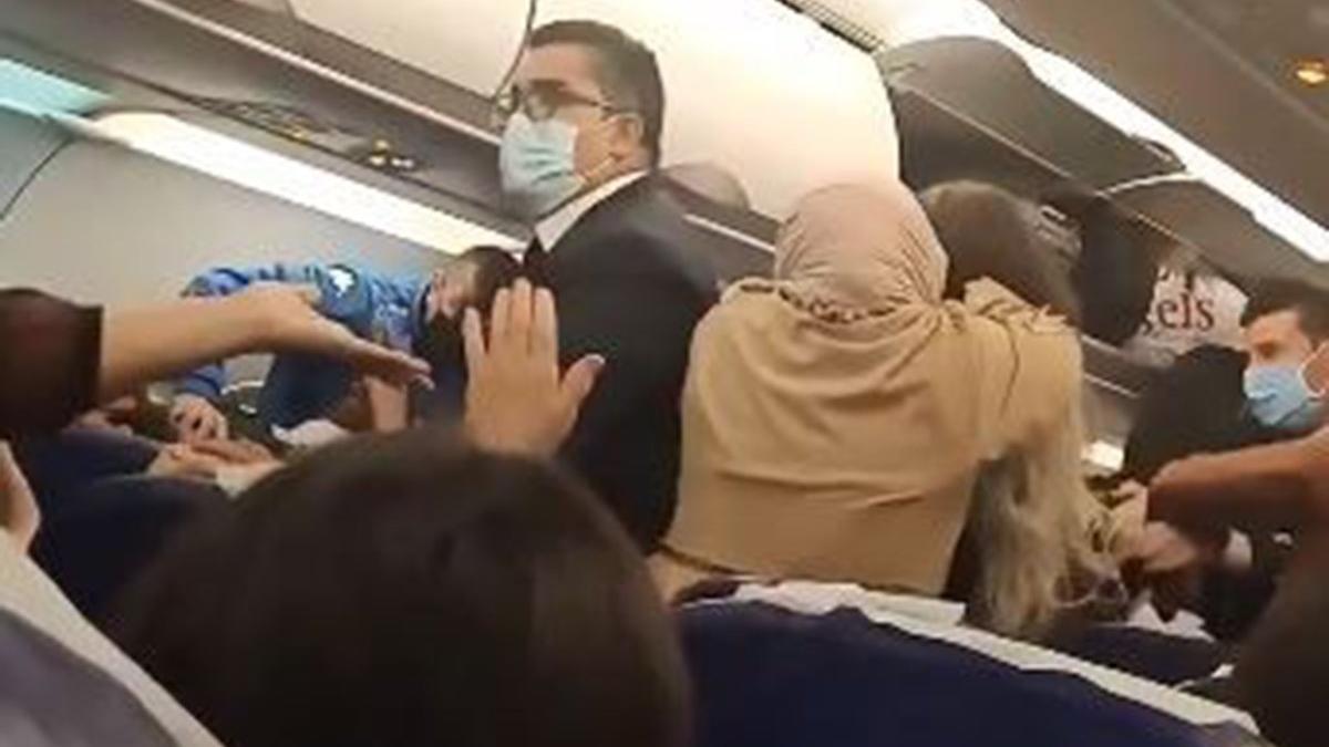İstanbul seferini yapan uçakta kavga çıktı, ortalık karıştı