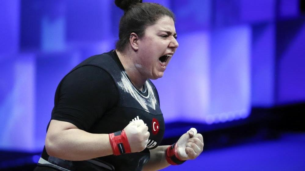 Melike Günal'dan Avrupa Halter Şampiyonası'nda 3 madalya