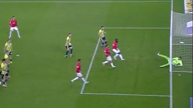 Fenerbahçe Gaziantep FK maçında çok konuşulan gol! Altay Bayındır kurtardı ama...
