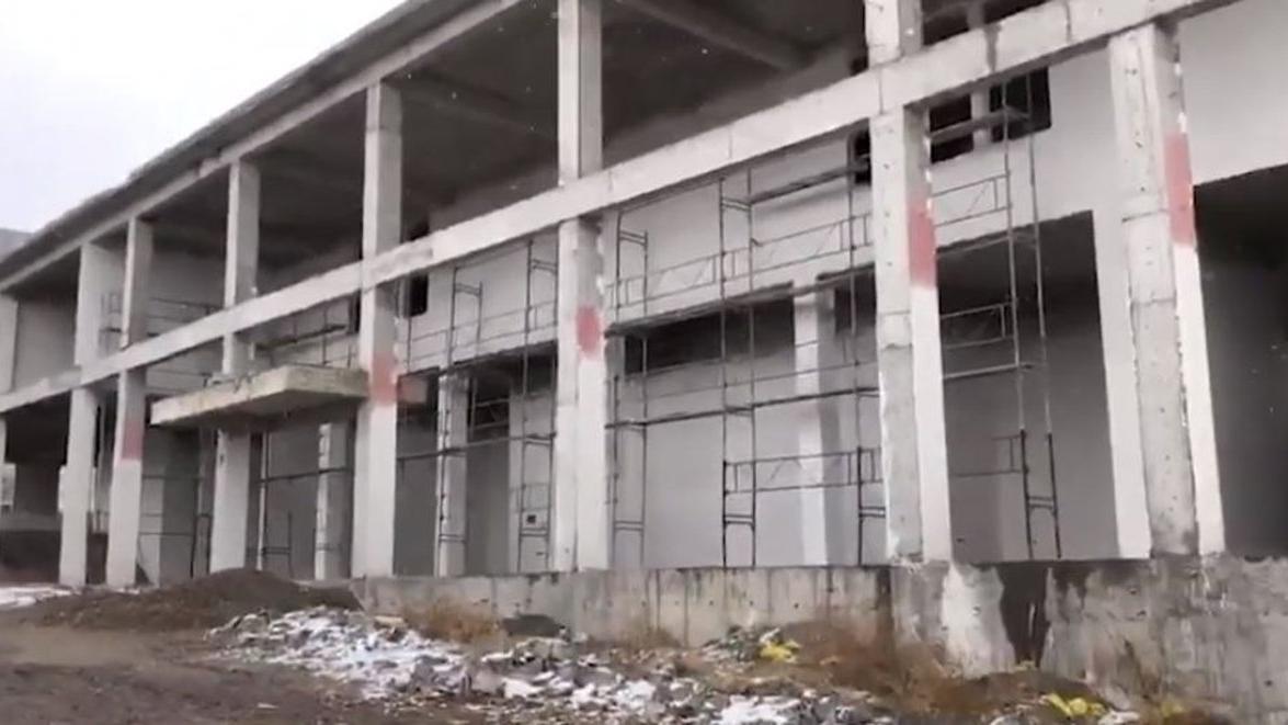 Milyonlarca lira harcanan sosyal tesis inşaatı çürüyor
