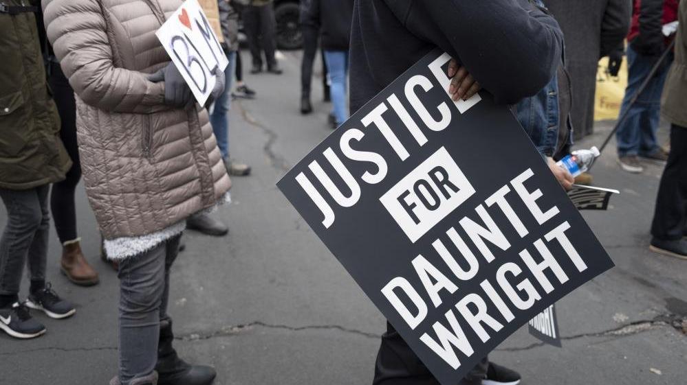 Daunte Wright'ı vuran polis memuru istifa etti
