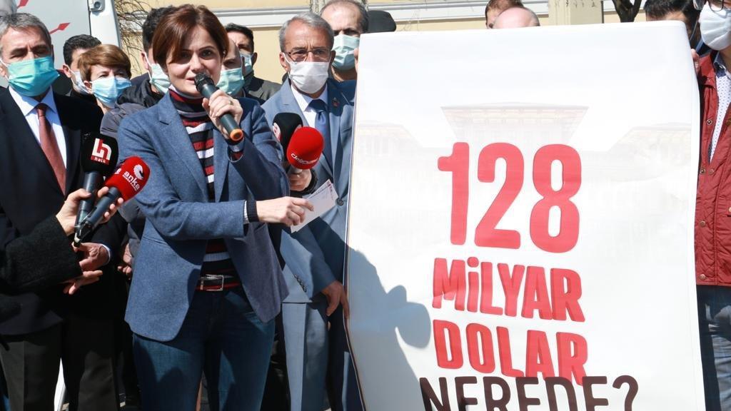 '128 milyar dolar nerede?' afişleri İstanbul sokaklarında