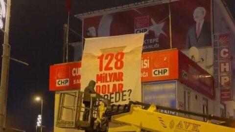 '128 milyar dolar nerede' afişi vinçle indirildi