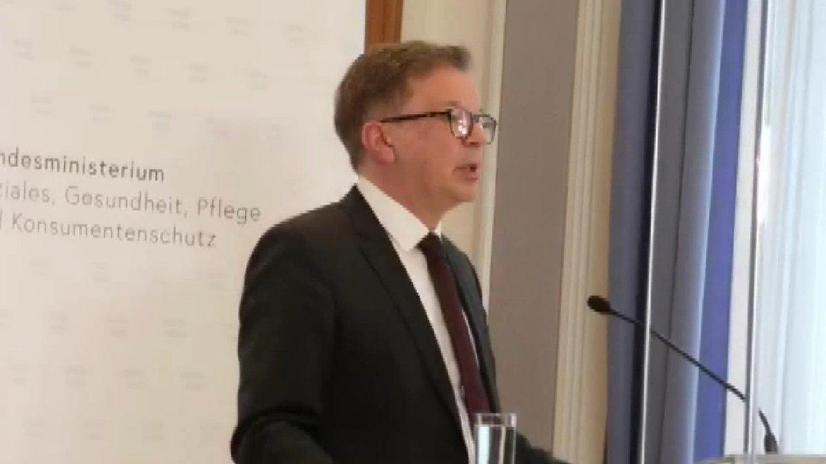 Avusturya Sağlık Bakanı gözyaşları içinde istifa etti