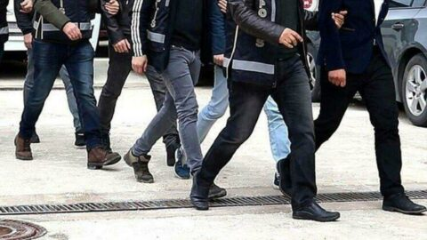 İzmir'de FETÖ operasyonu: 84 şüpheliye gözaltı kararı