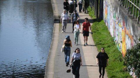 İngiltere'de günlük vaka sayısı 2 binlere kadar düştü