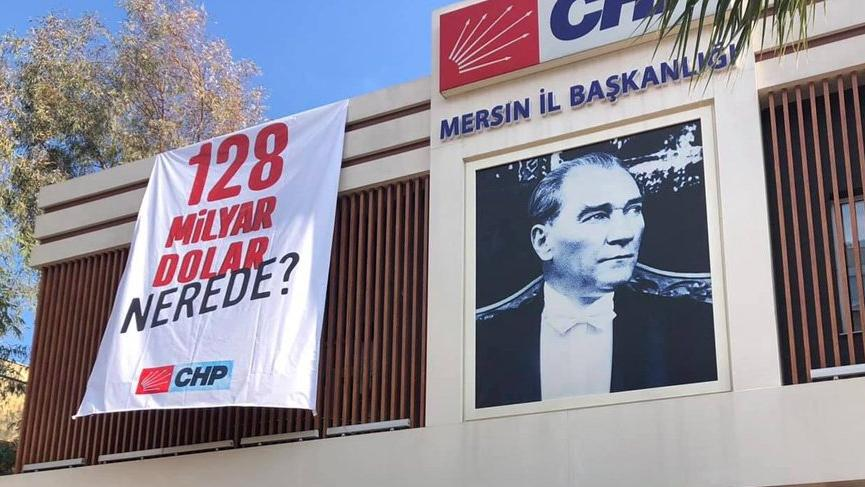 Mersin'de '128 milyar dolar nerede' afişleri toplatıldı