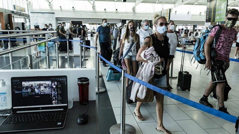 Yunanistan turistler için karantina zorunluluğunu kaldırıyor