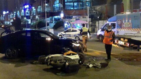 Lüks araçla motosikletli kuryeye çarpıp taksi ile kaçtılar