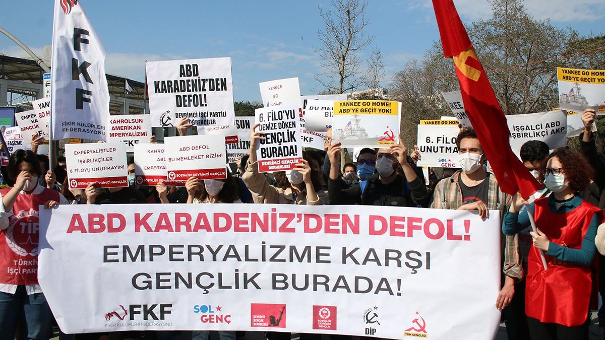 ABD savaş gemilerinin Boğaz'dan geçişine protesto